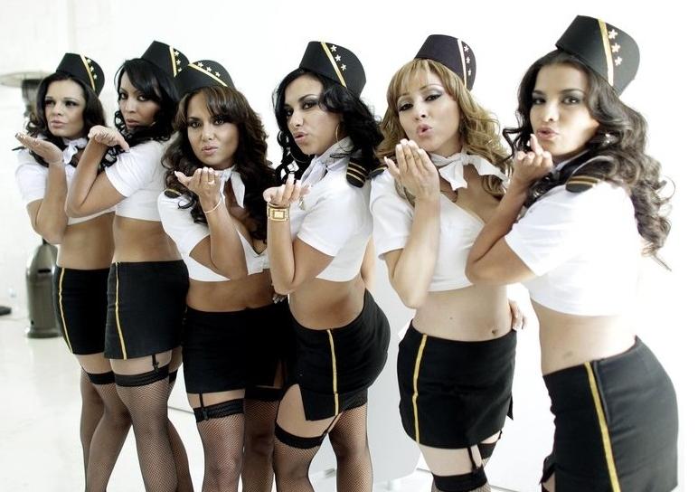 Stewardessy linii Mexicana pozują dla Playboya Playboy 1297340615
