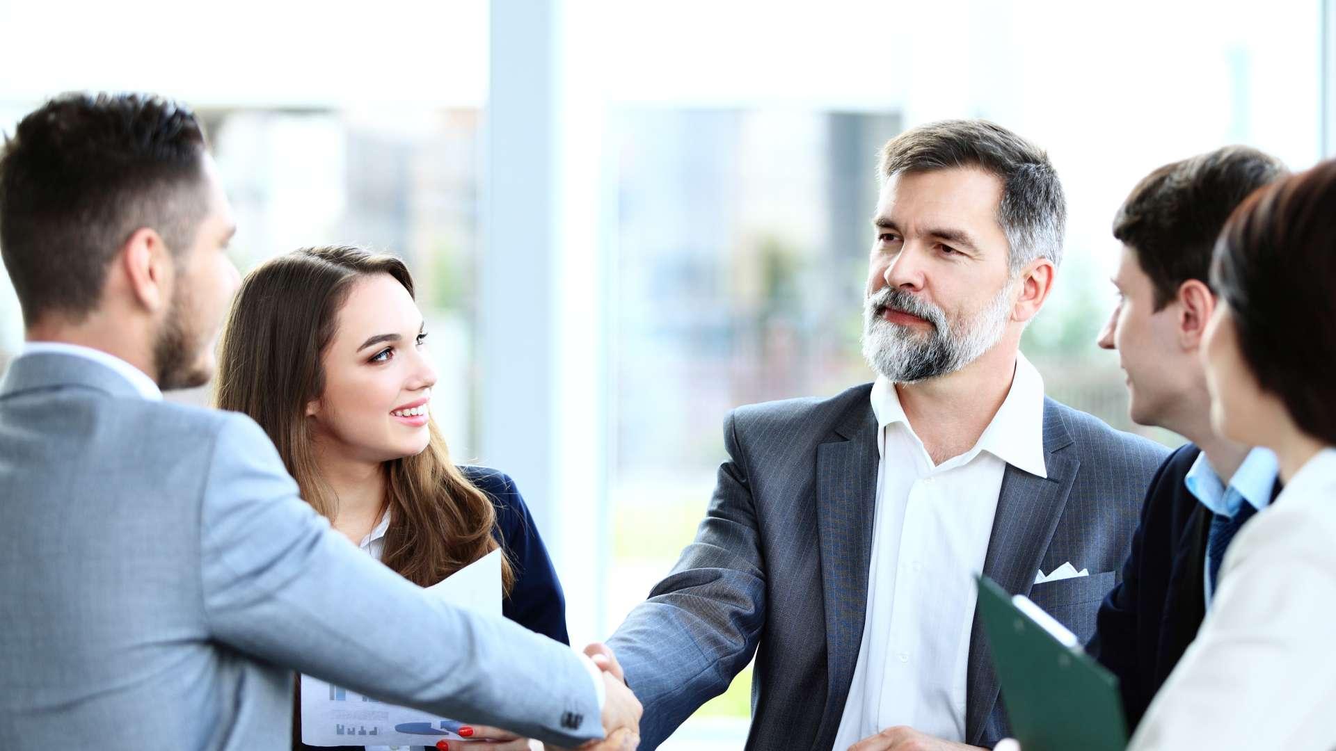 Nowy model relacji z klientem szturmem podbija biznes. Jak nie przegrać walki o klienta? Ups Mediarun klient 65774279