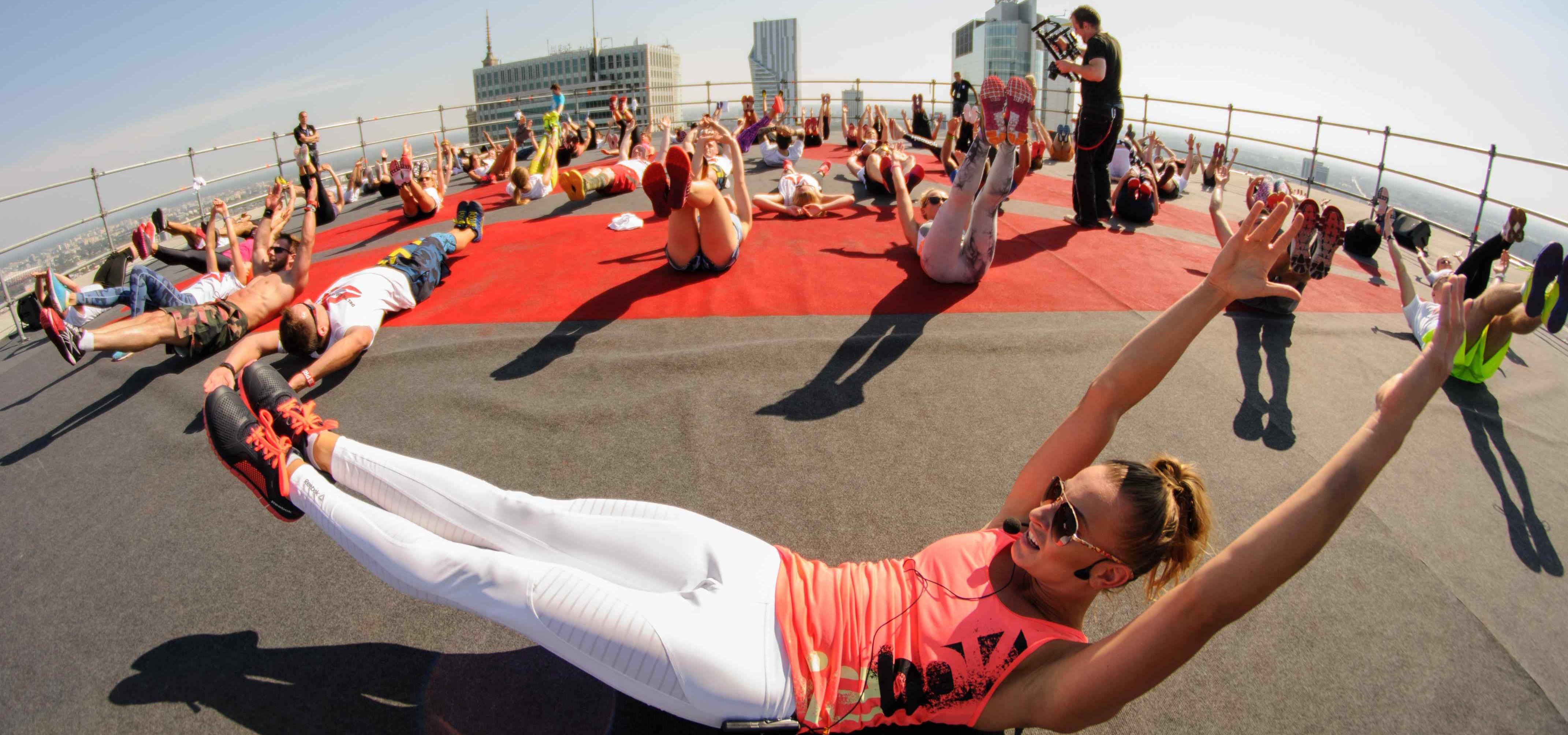 Niecodzienny trening na dachu wieżowca event Mediarun Com Reebok Trening