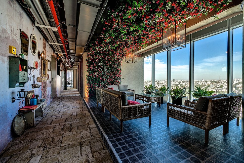 google-tel-aviv-view-hallway_28657