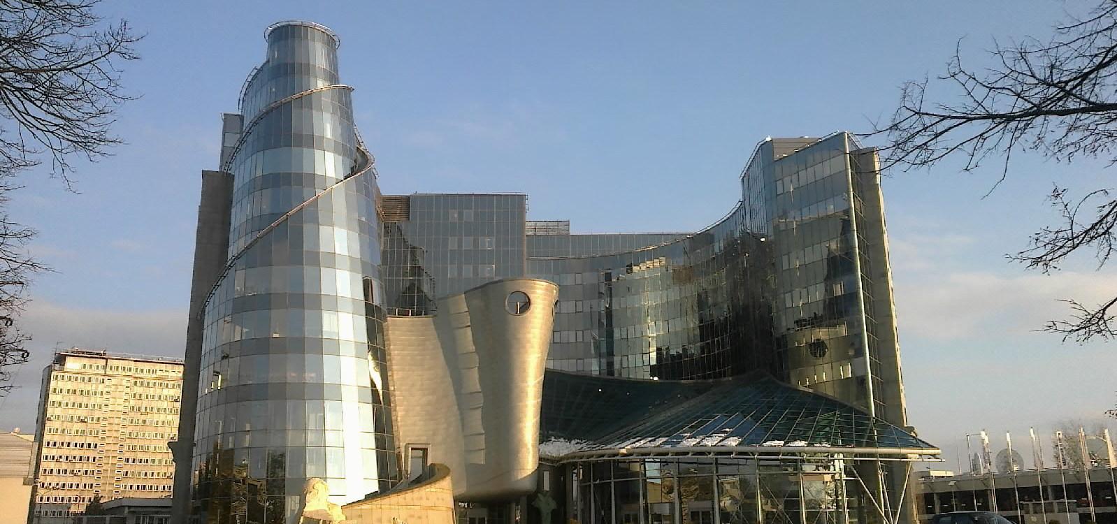 TVP utrzymuje się z reklam reklamy Mediarun Com Gmach TVP w Warszawie