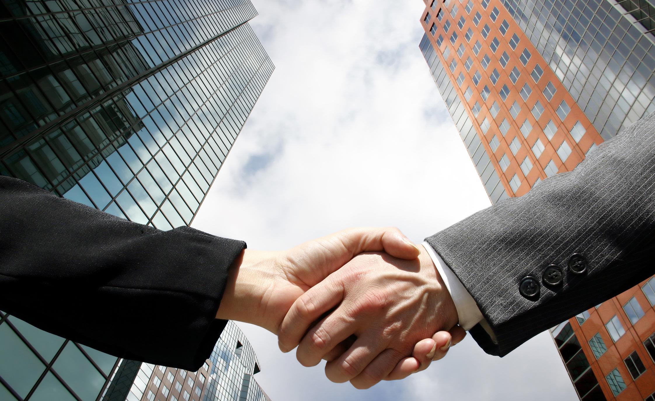 Nasza Klasa już niedługo w nowych rękach Onet handshake business family southeast asia