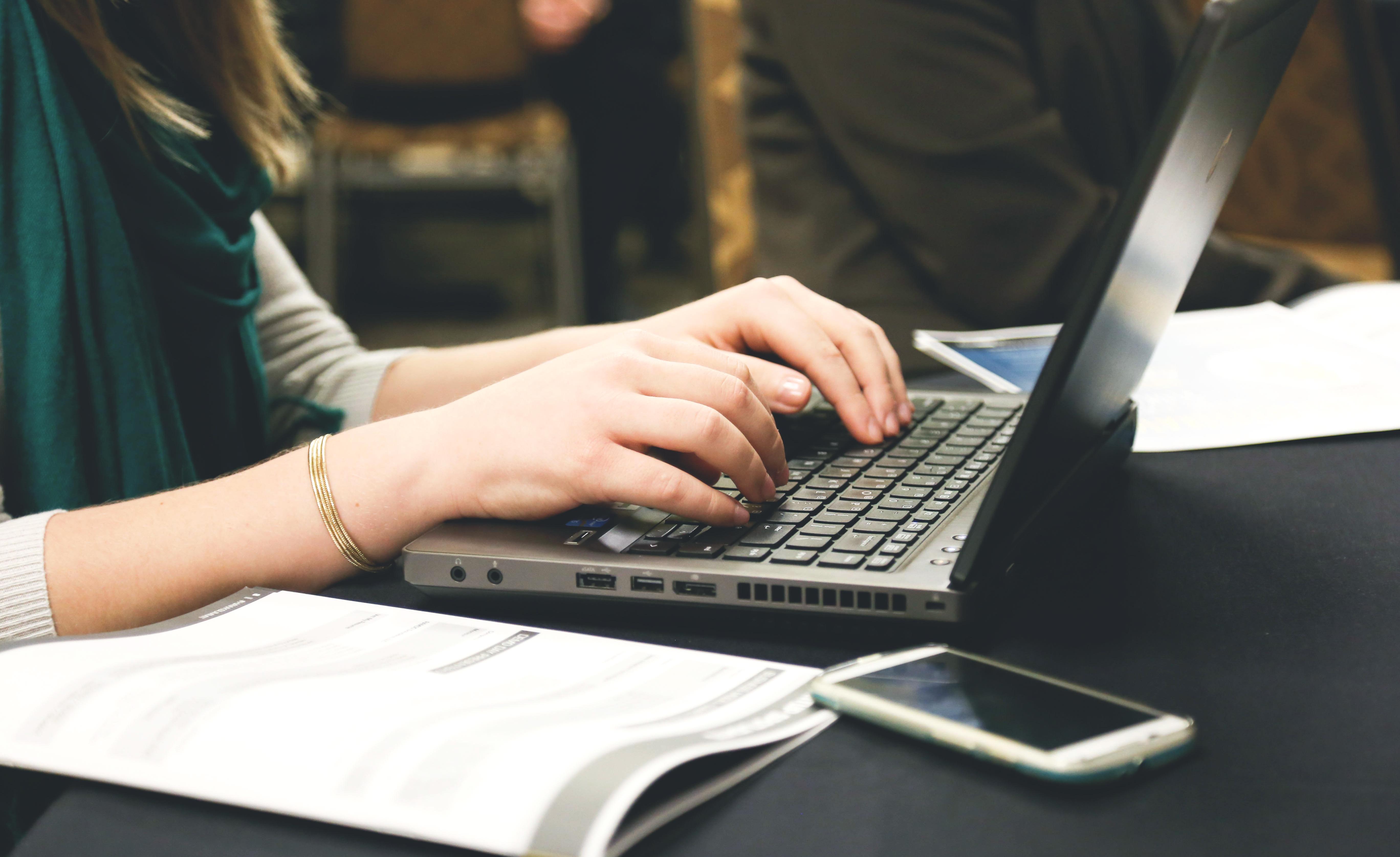 Kim jest użytkownik sieci? Badania mediarun com interneuta
