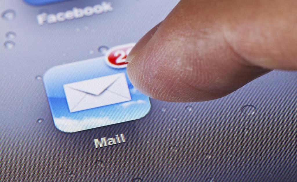 Jak wykorzystać e-maile z rekomendacjami? Harris Poll mediarun com e mail