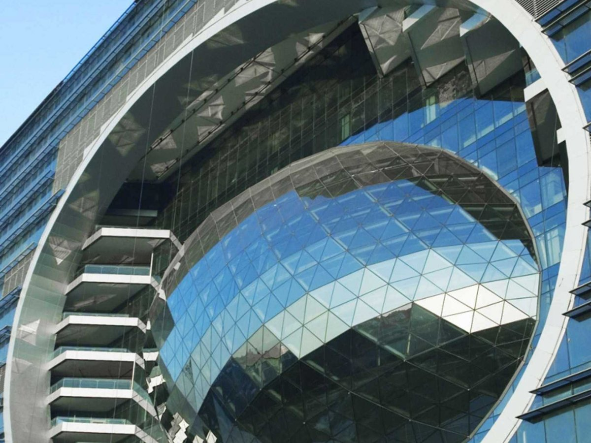 the-capital-building-in-mumbai-has-an-egg-on-its-side-symbolizing-advancement