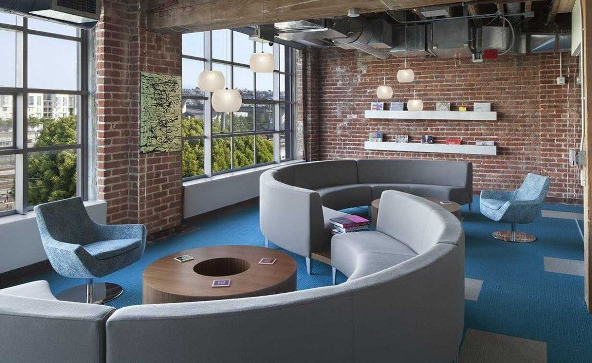 Inspirujące przestrzenie do pracy Adobe mediarun com kreatywne biuro1