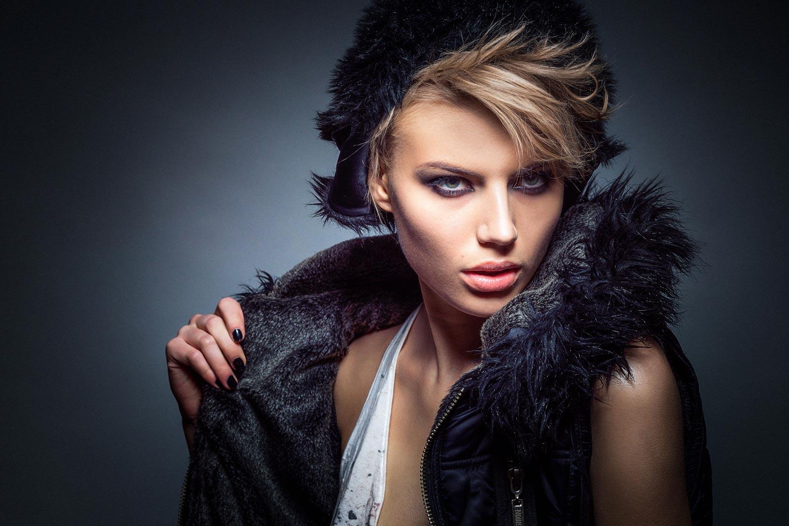 Femvertising - Poznaj 6 najważniejszych zasad komunikacji do kobiet Femvertising fashion woman model portrait