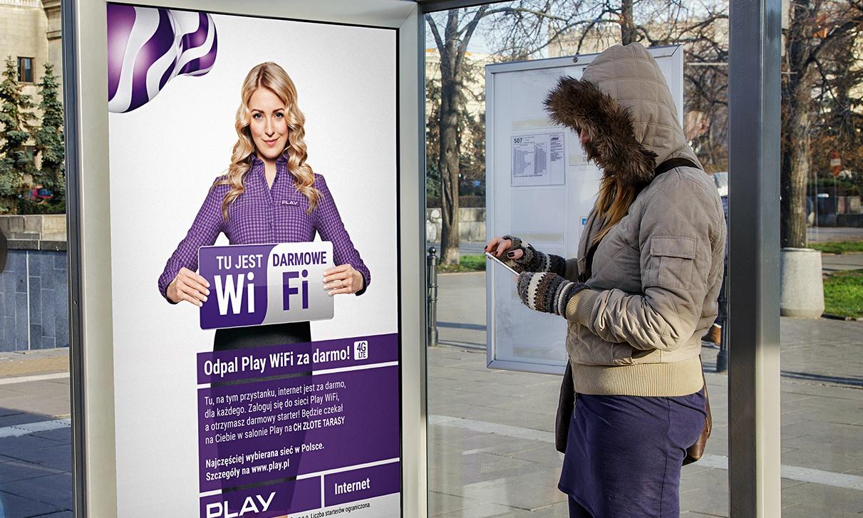 AMS i Social WiFi z akcją out-of-home dla Play (Video) Play play 11