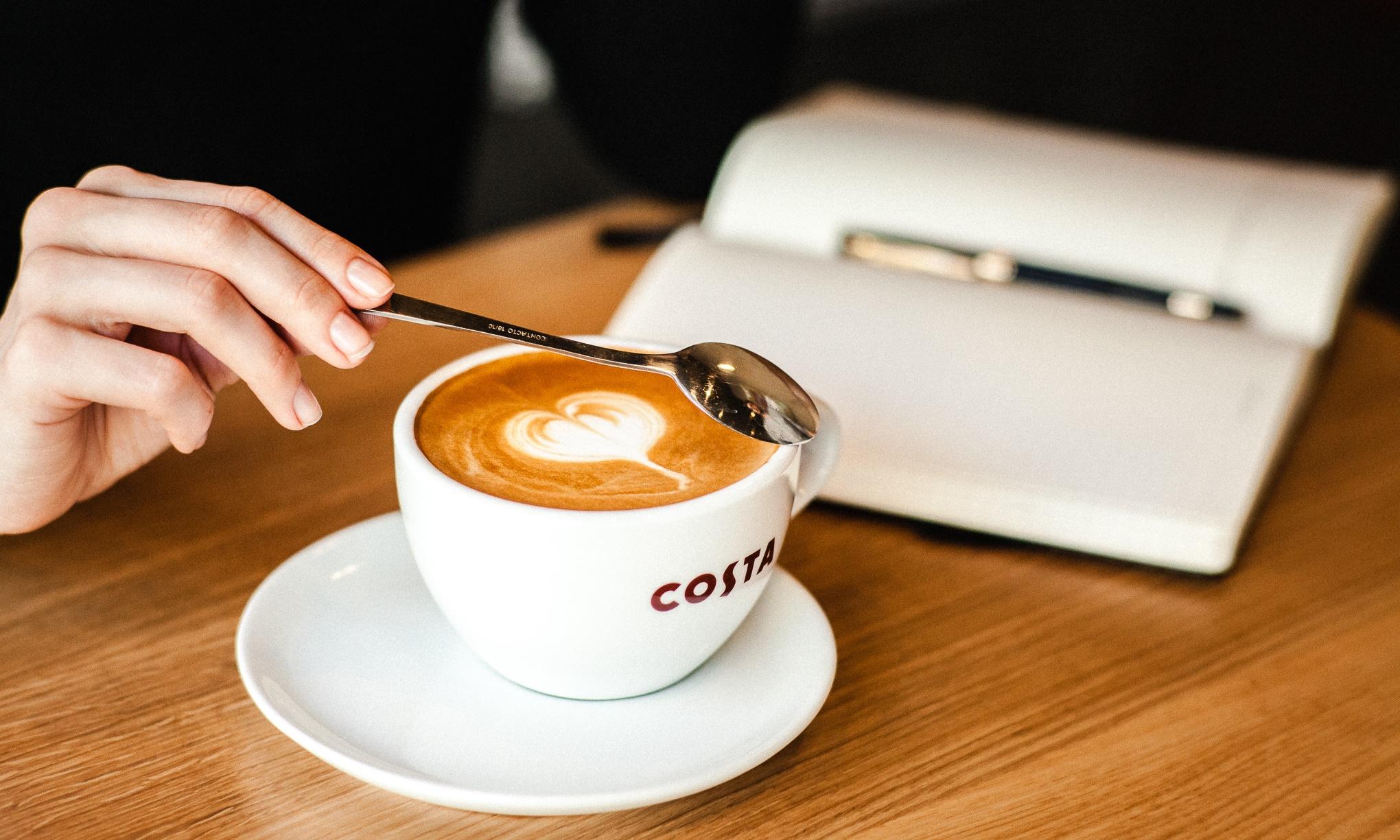 Nietypowa współpraca COSTA COFFEE COSTA COFFEE Costa Coffee Zaczytaj się do ostatniej kropli crop
