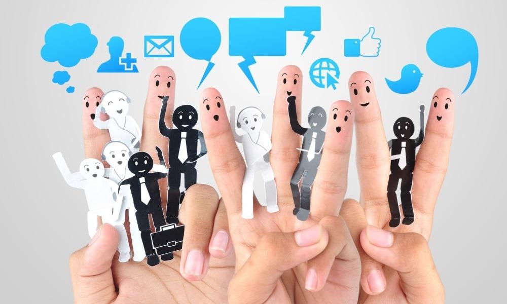 CEO, CIO, CSO, BUM - czyli kto? Sprawdź 15 skrótów, których znajomość w biznesie jest konieczna COO KomunikacjaInternetowa crop