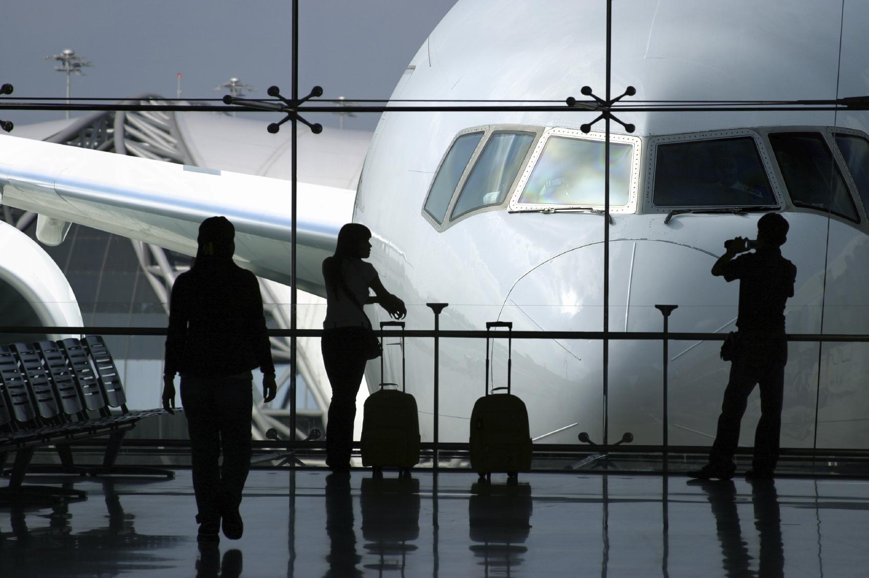 Raport: Pasażer w reklamowej podróży reklamy airport coworking