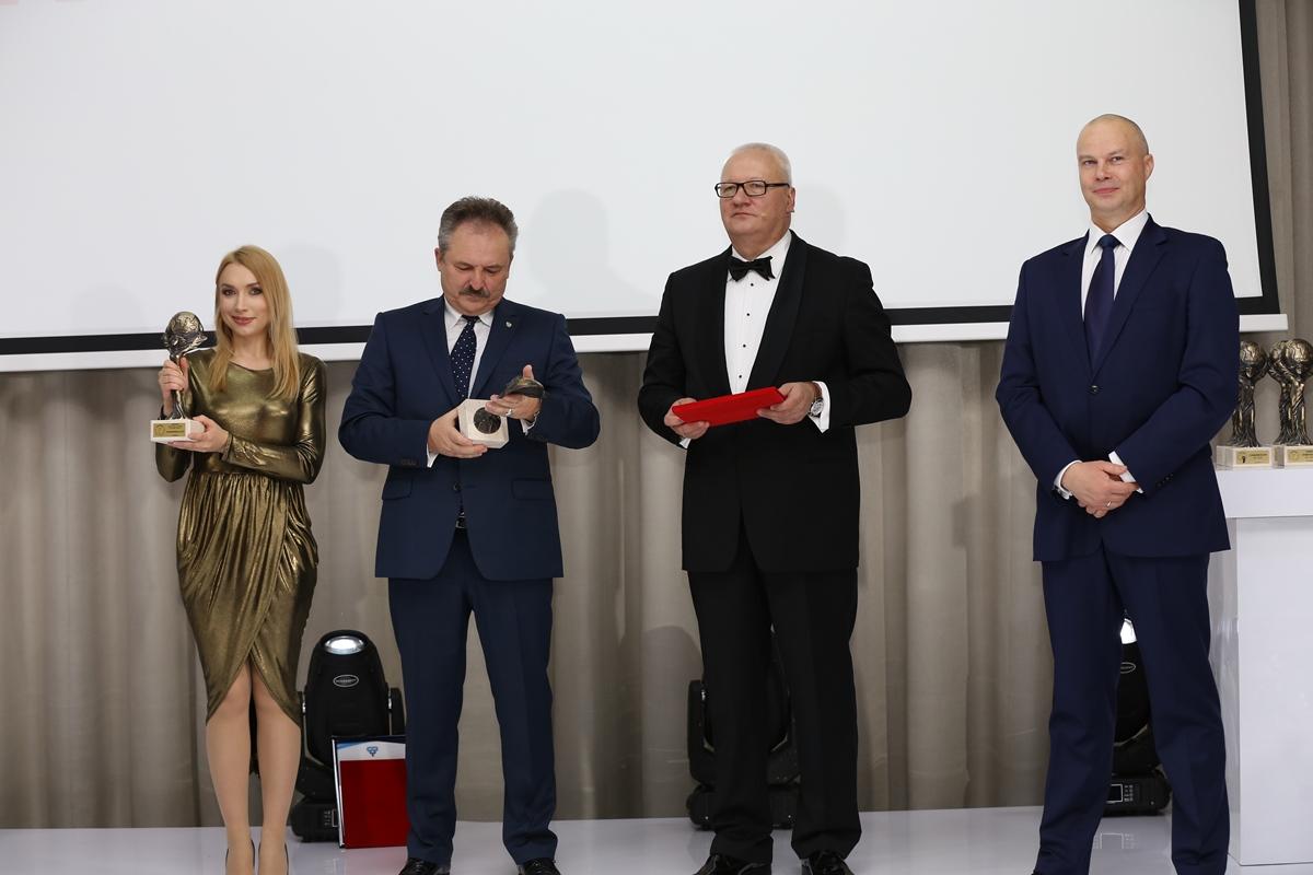Warszawska Izba Przedsiębiorców wybrała zwycięzcę plebiscytu dla kobiet biznesu Konkursy mediarun gala kobiet