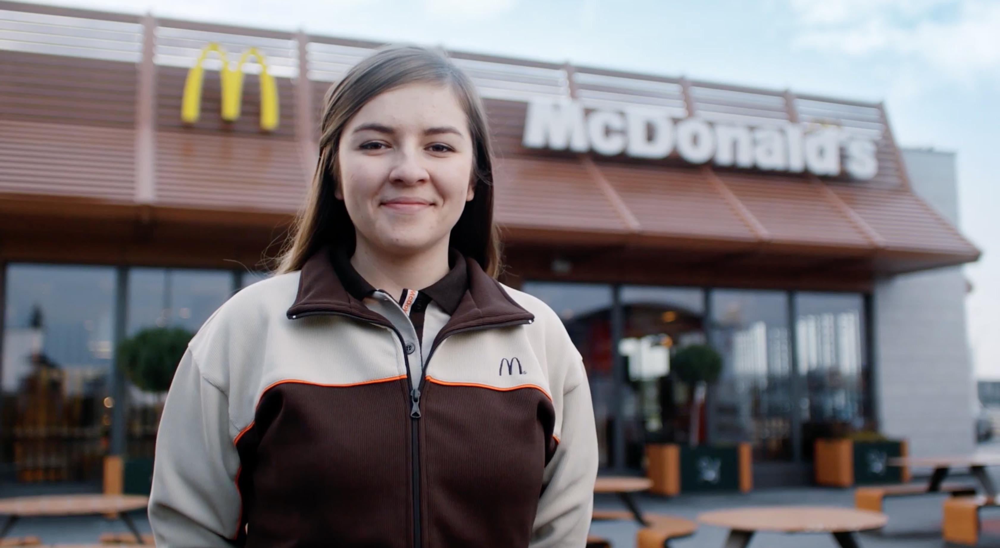 """""""Ja? Pracuję w Maku!"""" - nowa kampania McDonald's McDonald's mediarun mcdonalds pracuje maku"""