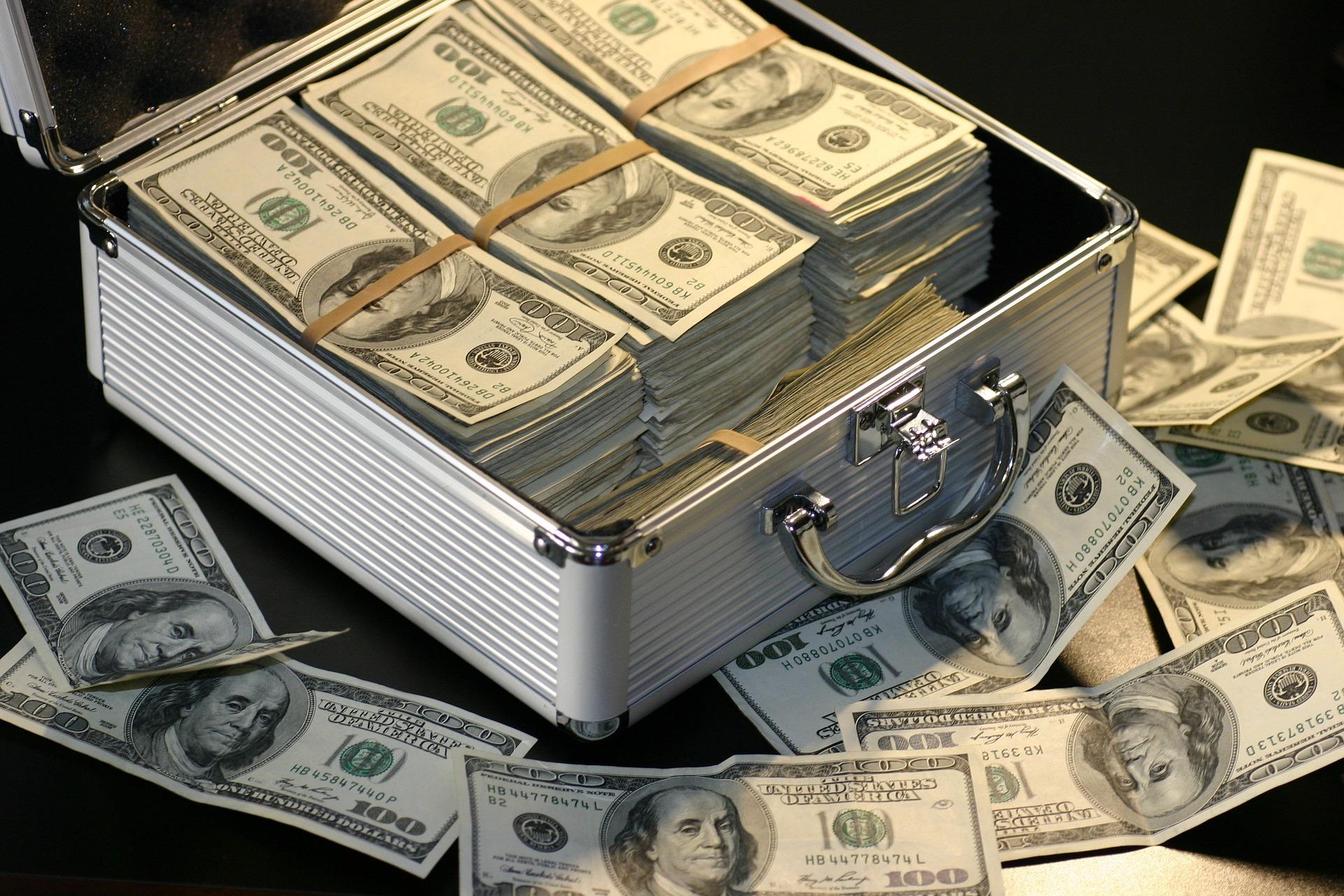 Ile zarabia się w branży marketingowej / pr-owej? TOP 100 money 1428594 1920