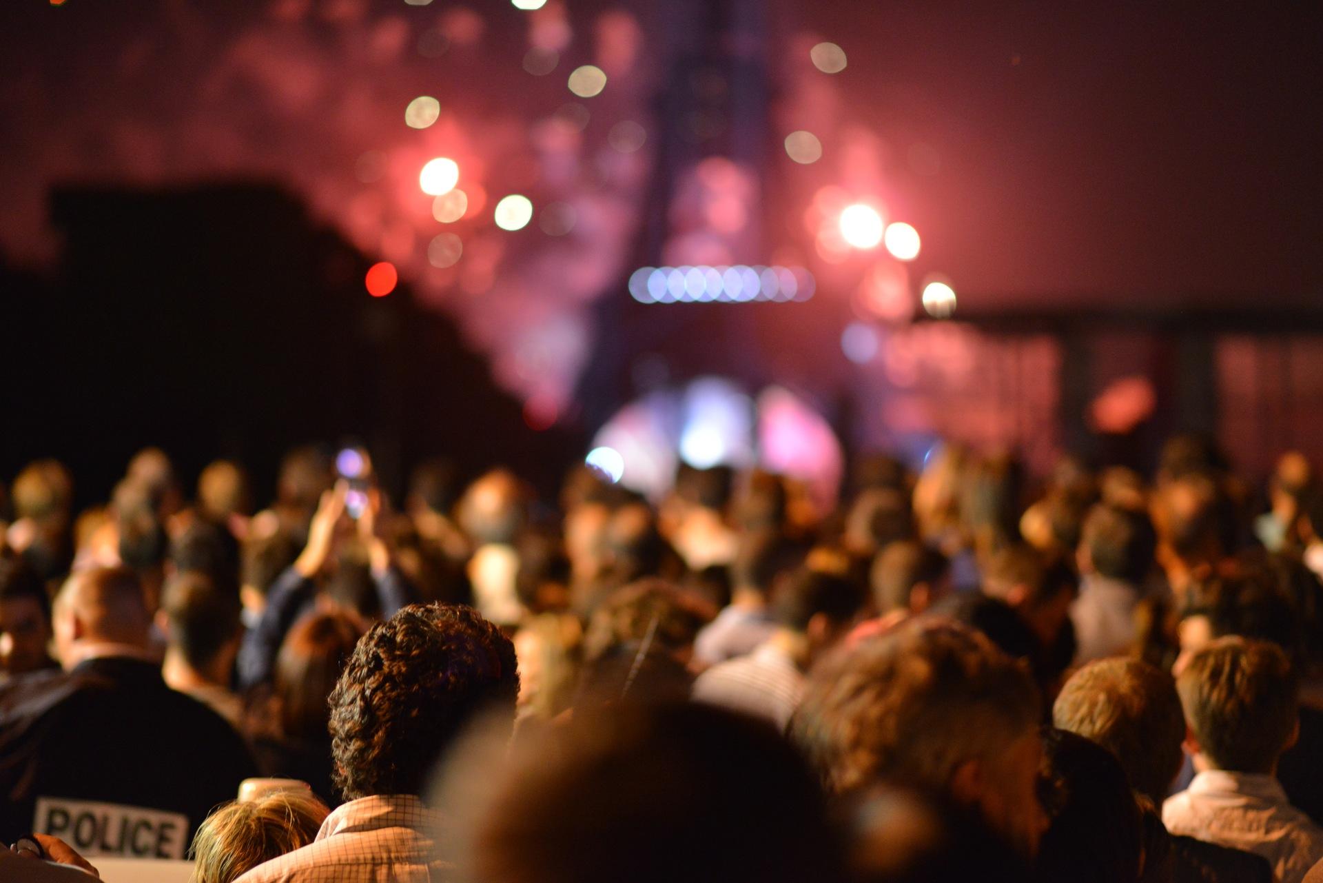 Grayling z europejską nagrodą Nagrody people eiffel tower lights night