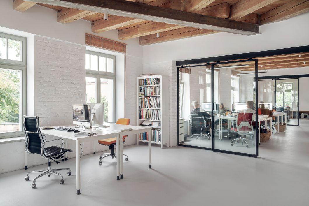 Jak dobrze dobrać i zorganizować swoje biuro? Biuro mediarun biuro