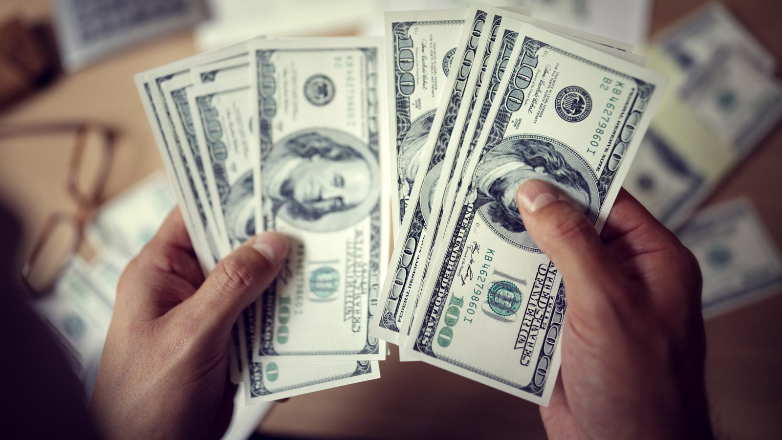 Sprawdź kto pracuje w finansach Finanse mediarun dolary finanse 2019