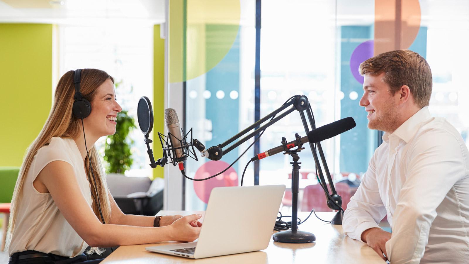 Podkasty robią furorę w internecie - Jak lokować markę w podkaście? marka mediarun podkast marka 2019
