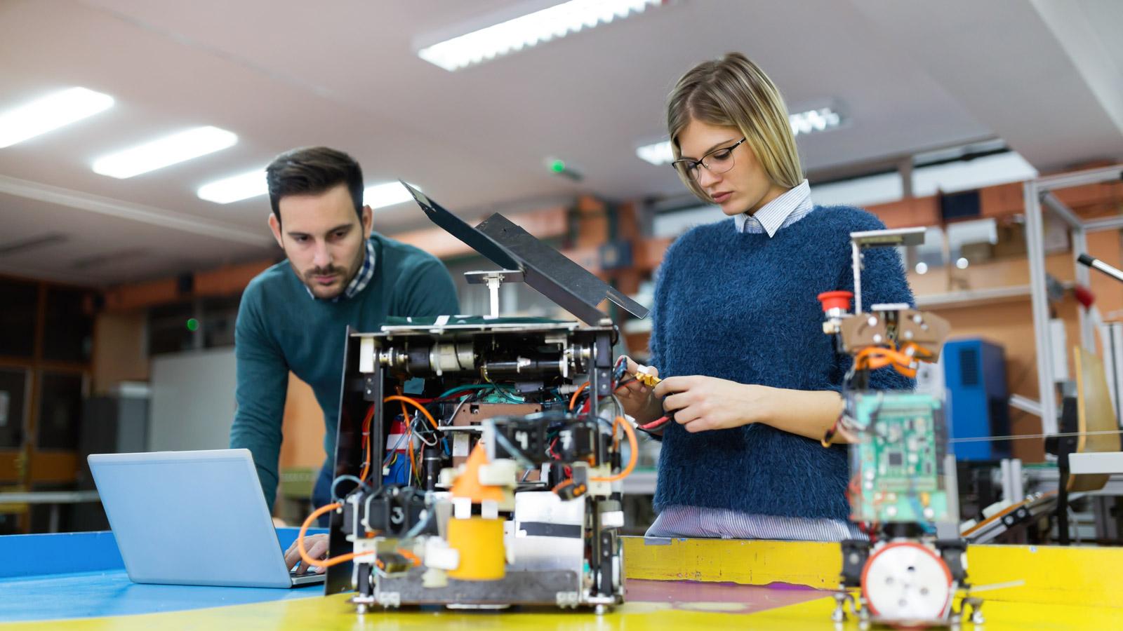 Człowiek i robot – przyszłość automatyzacji Deloitte mediarun robot praca czlowiek 2019