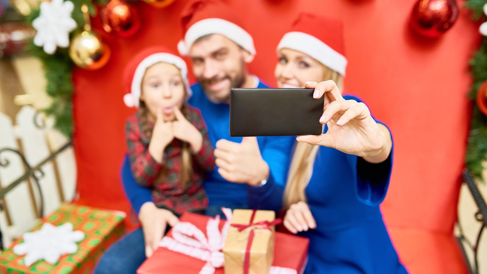 8 porad na Świąteczną kampanię w social media porady mediarun rodzina social media swieta 2019