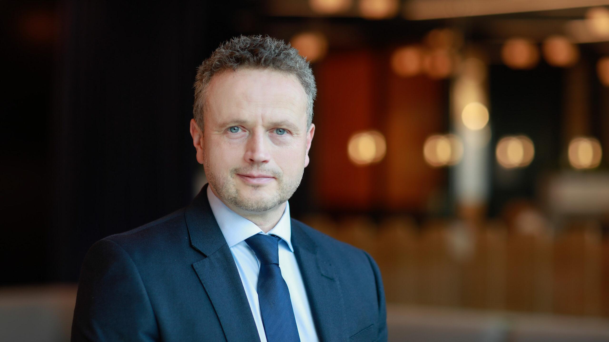 Colliers International z nowym dyrektorem inwestycje MEDIARUN Mark Richardson Colliers 2020 v1 scaled