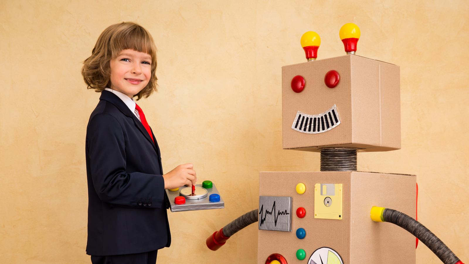 Prognozy na 2020 - Wzrost o 30% nakładów na robotyzację, 500 000 nowych miejsc pracy! Rekrutacja young businessman with robot PT8EBN8