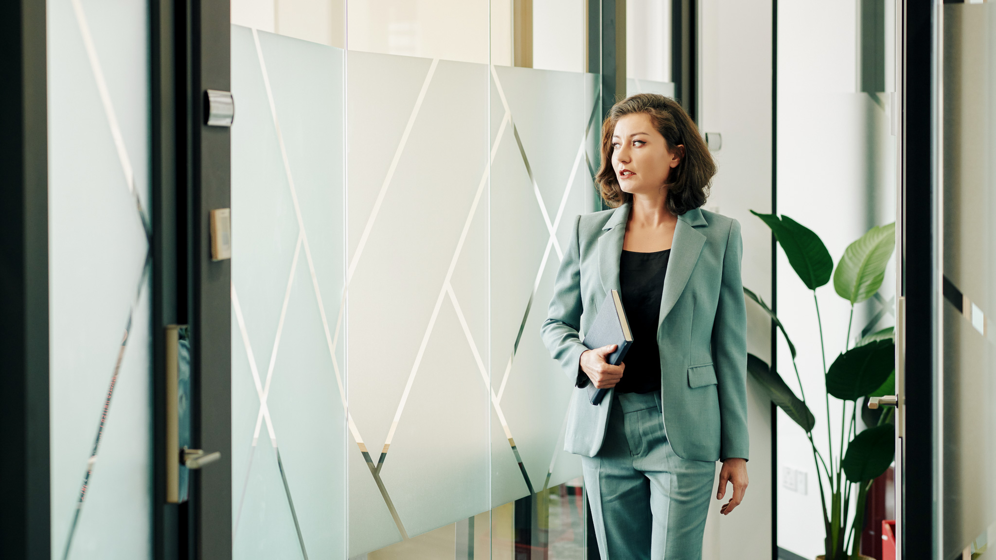 Jak skutecznie prowadzić profil na LinkedInie? Iwona Kubicz MEDIARUN kobieta firma boss 2020 v1