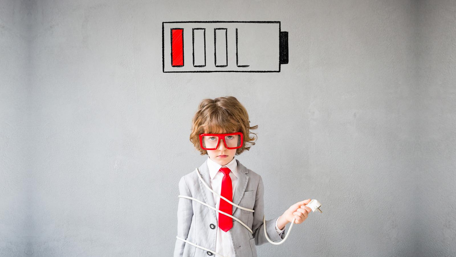 Pandemia a gospodarka, jak źle będzie? Euler Hermes mediarun dziecko businessman low battery 2020