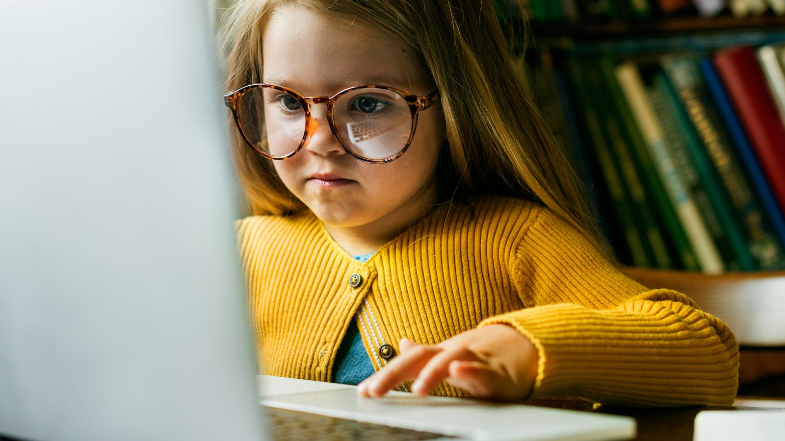 3 największe wyzwania dla nauczycieli i rodziców – Nauka zdalna online mediarun komputer dziecko nauka w domu 2020