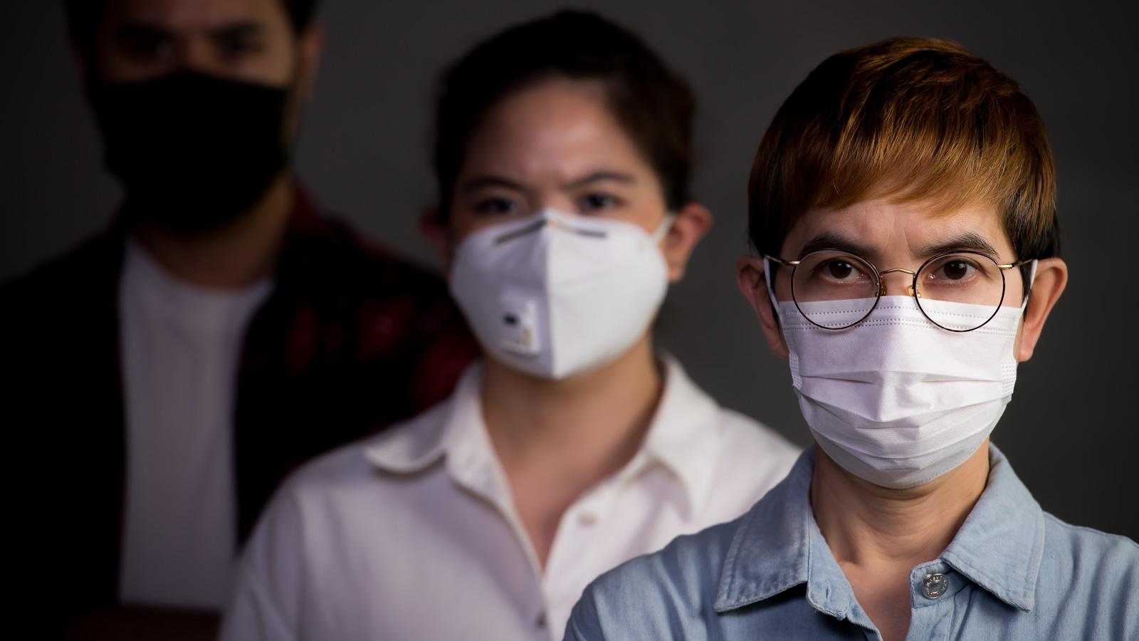 5 faz koronakryzysu – Komunikacja kryzysowa kryzys mediarun maska na twarz koronawirus 2020
