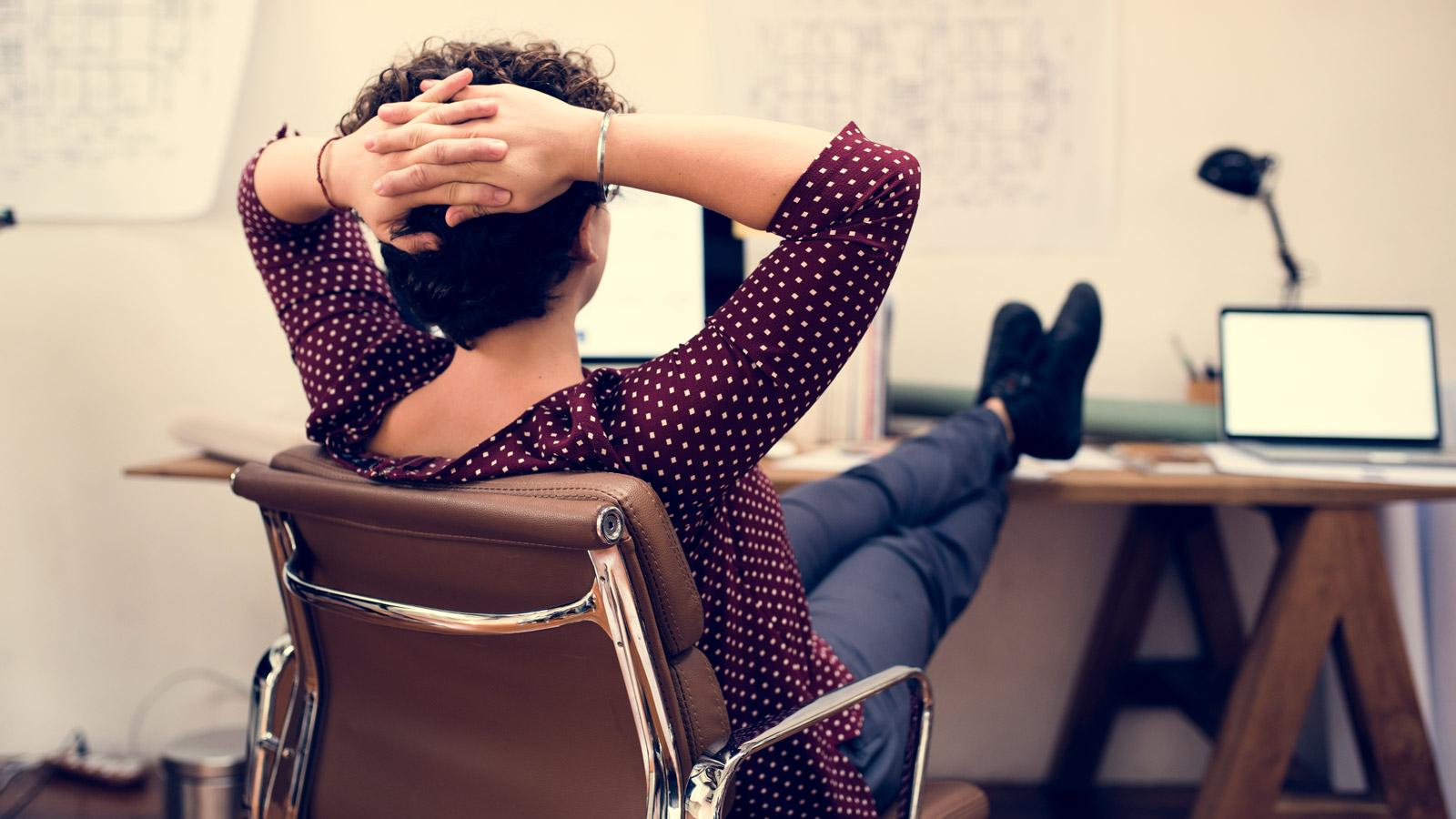 W domu pracujemy w innych godzinach niż w biurze – Raport Biuro mediarun biuro godziny pracy 2020