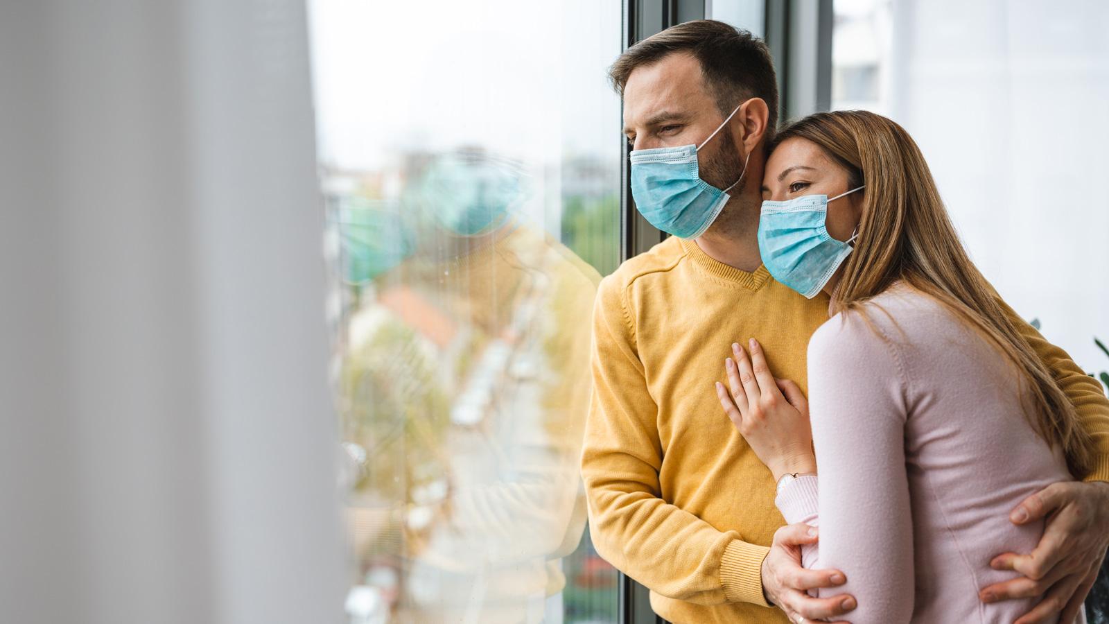 Jak Polacy odnajdują się podczas pandemii. Wyniki sondy Polacy mediarun para pandemia czas 2020