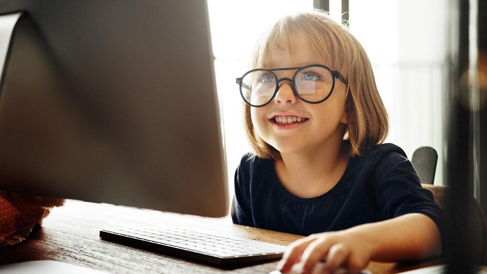 Polska sztuczna inteligencja ochroni dzieci w Internecie? AI mediarun dziecko komputer SI 2020