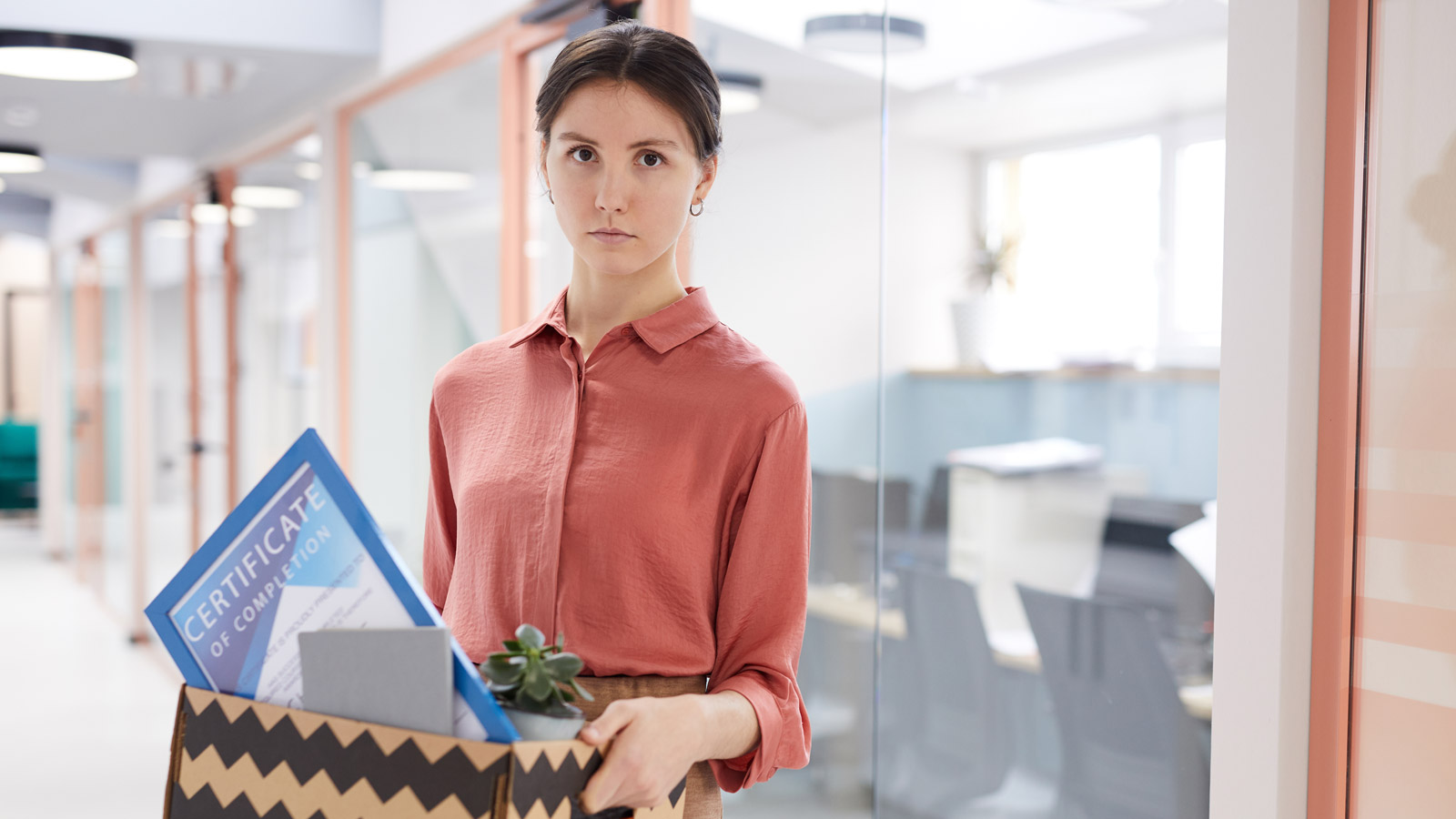 Pierwszy krok do zmiany zawodowej [RAPORT] Praca mediarun kobieta zmiana pracy nowa praca 2020