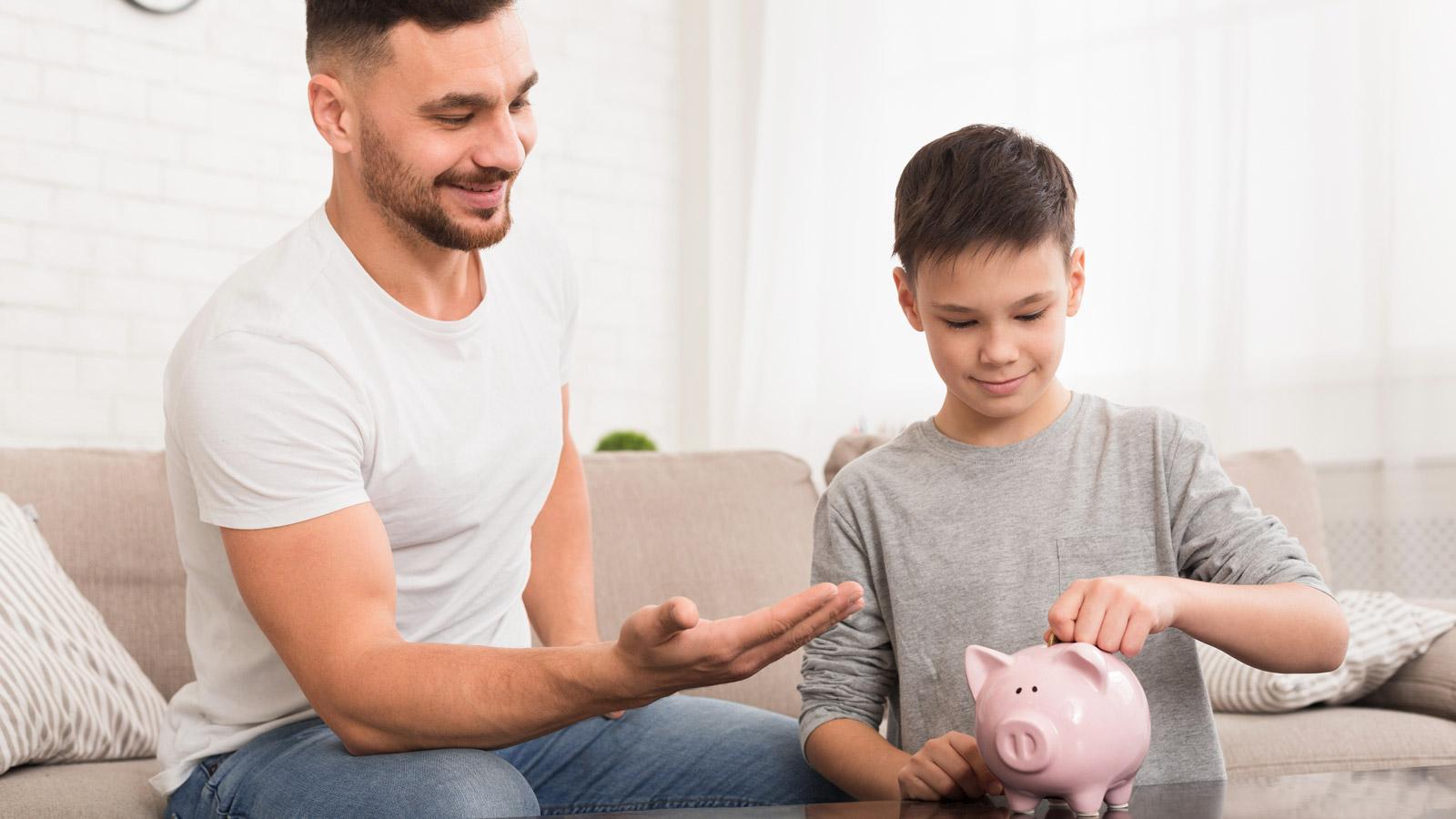 Polacy boją się o dochody i ograniczają wydatki [RAPORT] Konsumenci mediarun oszczednosc pieniadze finanse 2020