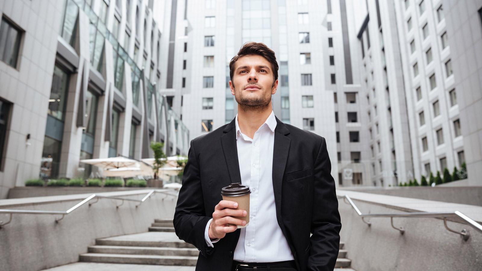 Polscy CEO najbardziej aktywni w mediach społecznościowych [RAPORT] Social media mediarun mezczyzna sukces ceo social media 2020