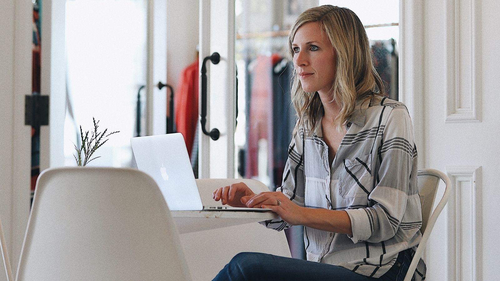 Pracownicy efektywni podczas pracy zdalnej [RAPORT] Praca zdalna mediarun remote work
