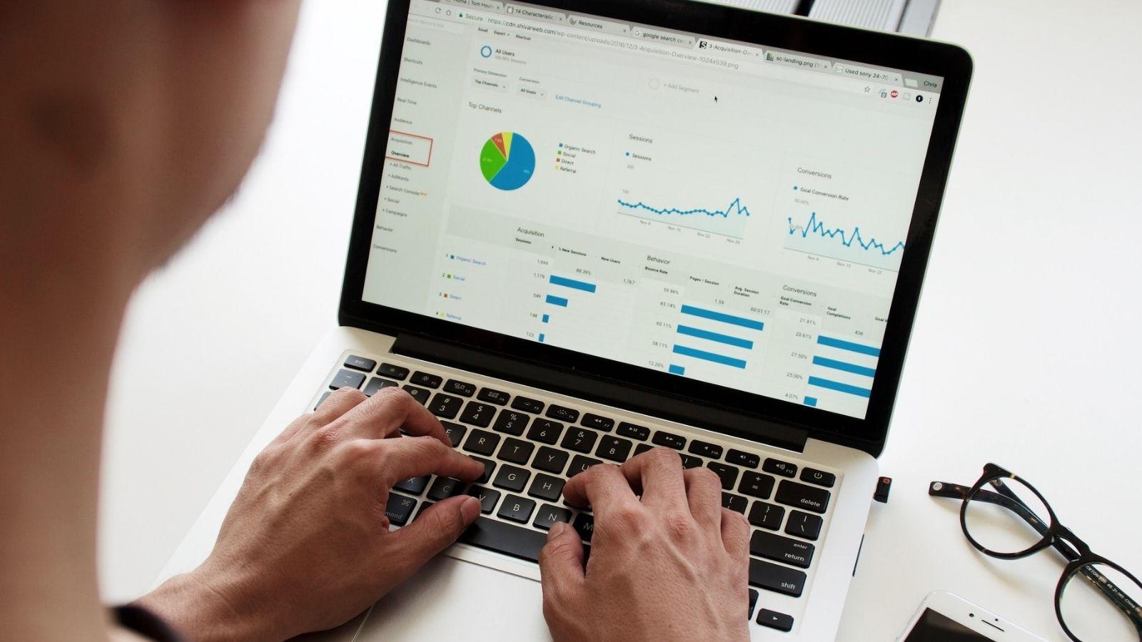 18% mniej na kampanie online w IV kwartale! [RAPORT] Technologie mediarun spadek