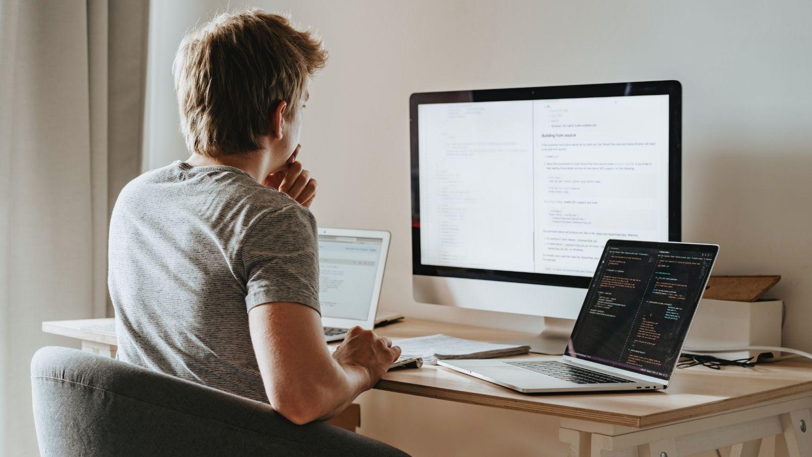 [RAPORT]: Ile zarabiają polscy programiści? Kariera mediarun com programista freelancer