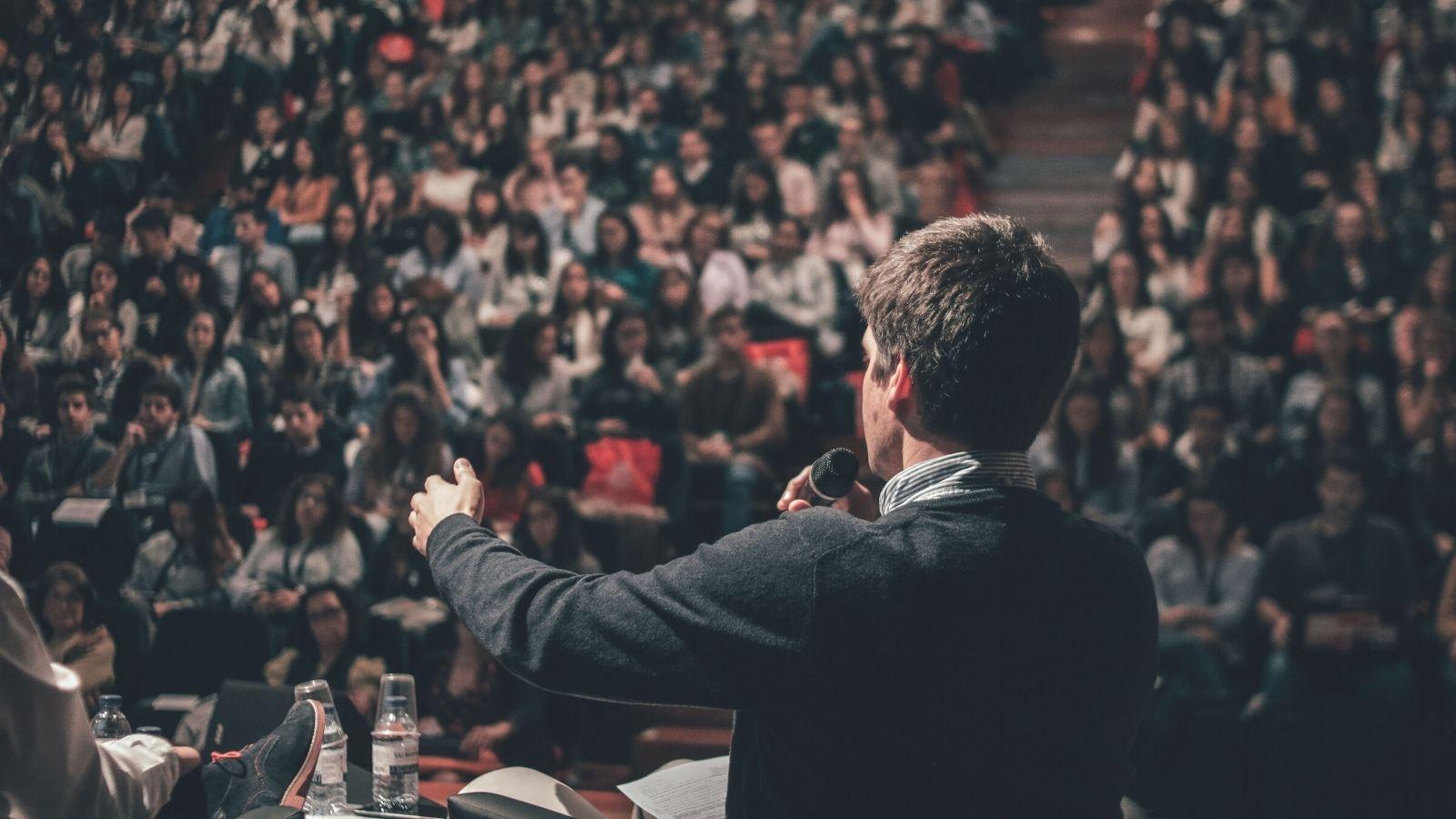 Polityczni influencerzy bardziej wpływowi niż marki Branding mediarun political speech