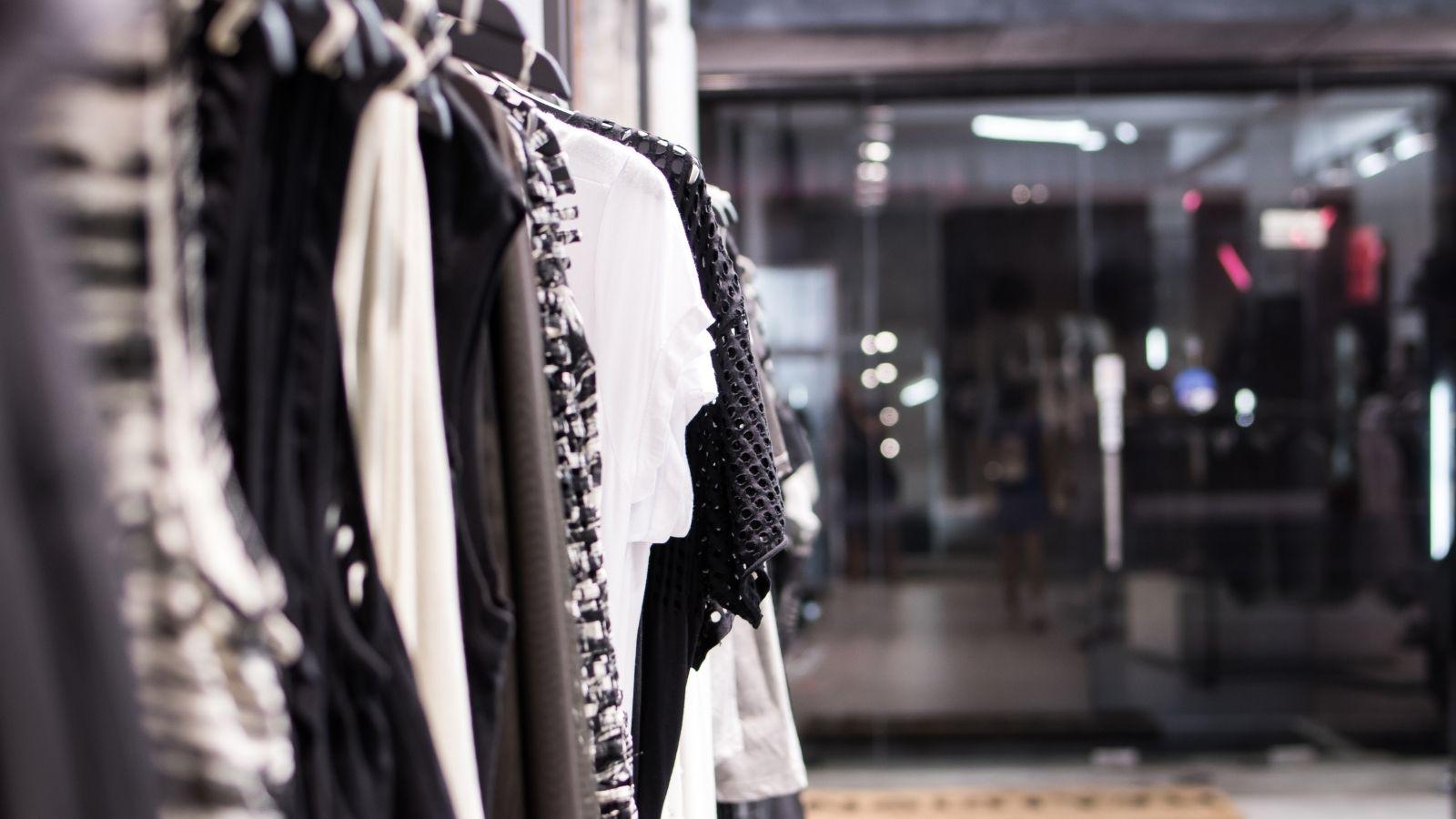 RAPORT: Co cztery lockdowny zrobiły ze sprzedażą ubrań w sieci? Shoper mediarun clothes store