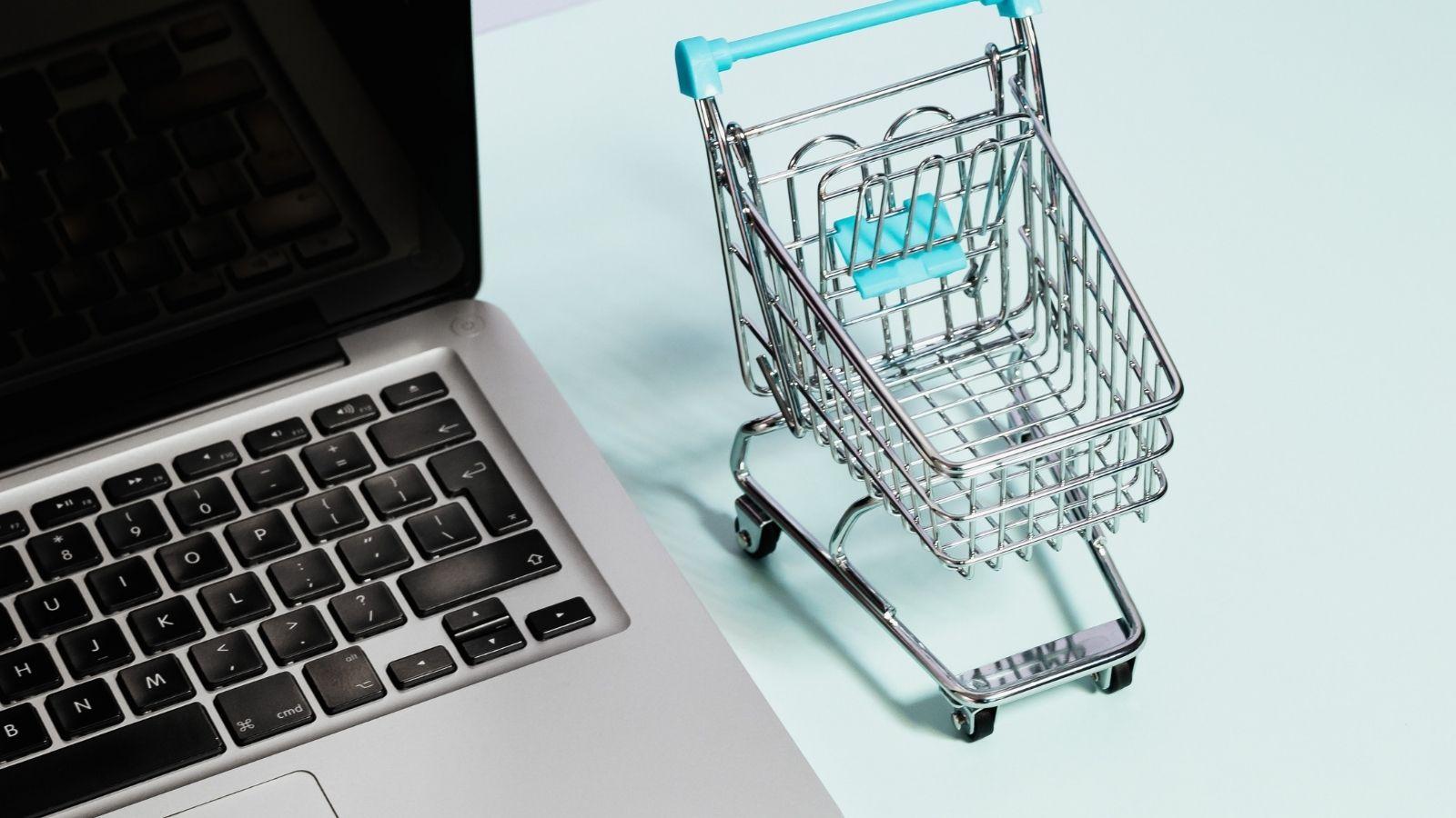 BADANIE: Czy sprzedaż bezpośrednia na stałe zagości w świecie online? Trendy mediarun e sklep