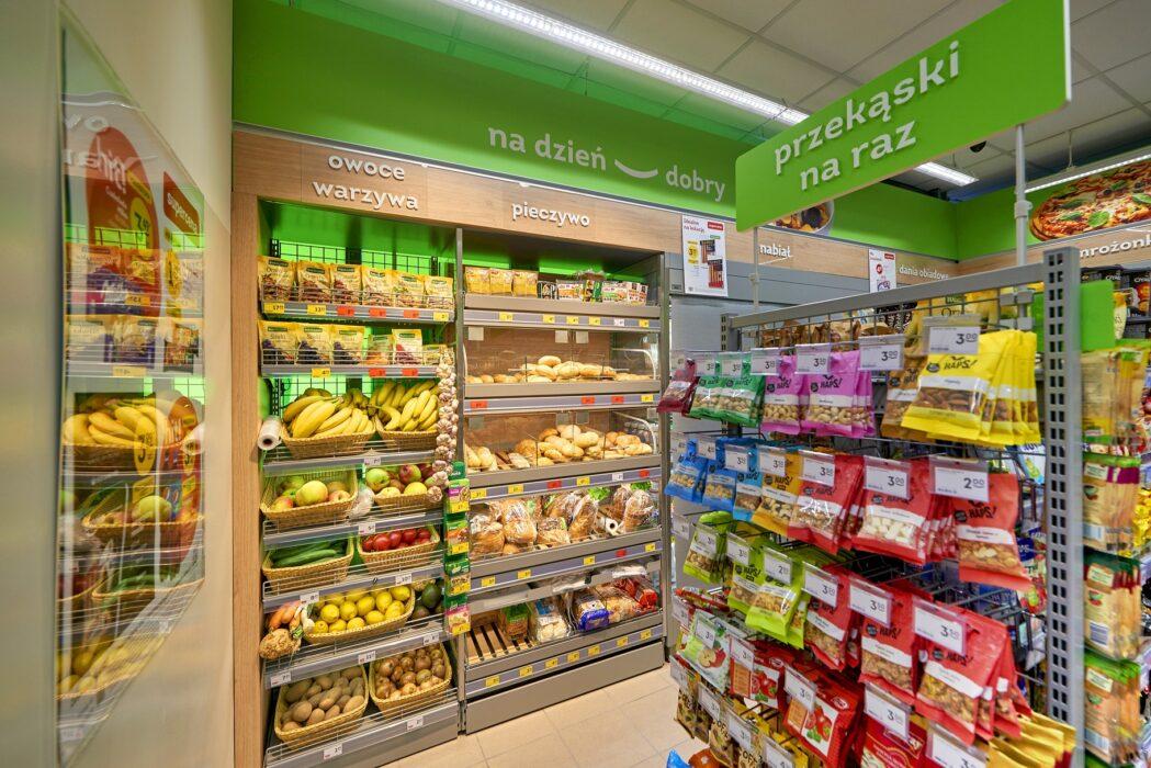 Żabka zakończyła największy remodeling sklepów w Europie Rebranding Zabka Boya Zelenskiego 2